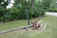 Uno strumento d'agricoltura trainato da cavalli antico Immagine Stock Libera da Diritti