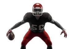 Uno studio dell'uomo del giocatore di football americano isolato su fondo bianco fotografia stock libera da diritti