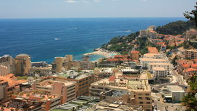 Uno voló sobre la costa Mónaco Vecindades de Mónaco almacen de video