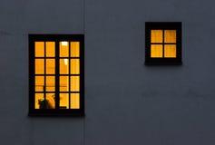 Uno y ventanas a medias amarillas Fotos de archivo libres de regalías