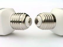 Uno zoccolo di due lampadine di risparmio di potenza Immagini Stock