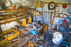 Unordentliche Werkstatt Stockbild