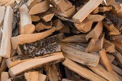 Unordentlicher Stapel des Brennholzes Lizenzfreies Stockfoto