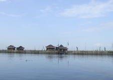 Unosić się domy na Danau Tempe w Sulawesi (jezioro) Obrazy Royalty Free