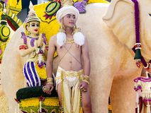 Unosi się z słoniem mahout i goddness modleniem, zdjęcie stock