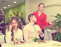 Unpleased couple in restaurant Royalty Free Stock Photos