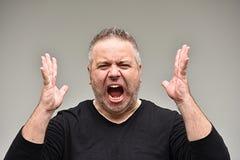 Unrasierter erwachsener Mann unter Druck lizenzfreie stockfotos