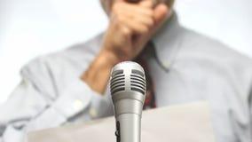 Unrecognizable jawny mówca zbiory