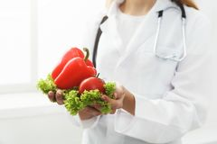 Unrecognizable nutritionist woman with vegetables royalty free stock images