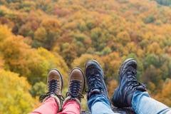 Unrecognizable para w jesieni naturze Zdjęcie Royalty Free