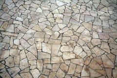 Unregelmäßig geformter Steinfußboden Lizenzfreies Stockfoto