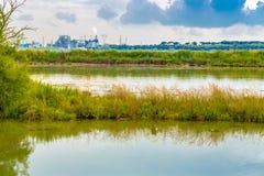 Unreine Lagune und Industrien Lizenzfreie Stockbilder