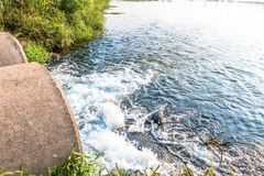 Unreines Wasser Stockfotografie