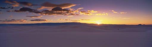Unrise över White Sands den nationella monumentet Royaltyfria Foton