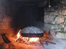 UNS MERCADORIAS de COZIMENTO, GASTRA assim chamado um trantiional que cozinha o método de Epirus, Grécia Fotos de Stock