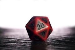 Uns vinte poliédricos tomados partido morrem usado para o papel que joga jogos tal a Fotos de Stock
