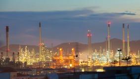 Unscharfe Öl- und Raffineriefabrikindustrie für Hintergrund Stockfotos