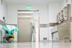 Unscharfe Abbildung, die Krankenhaustür beendet Lizenzfreie Stockbilder