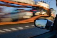 Unscharfe Aktion vom Auto Stockfoto