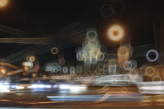 Unscharfe Hintergrundnachtstadtlichter Stockfotografie