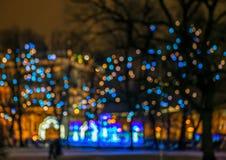 Unscharfe Lichter auf Straße stockfotografie