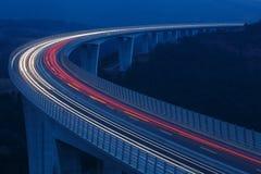 Unscharfe Lichter von Fahrzeugen Stockfoto