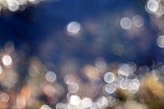 Unscharfe Reflexionen des blauen Wassers Lizenzfreies Stockbild