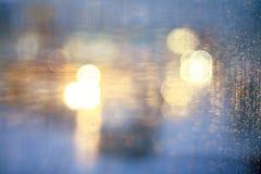 Unscharfe Stadt des Fensters Regen Stockbilder