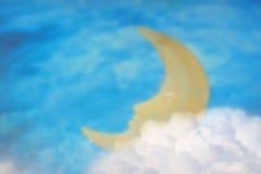 Unscharfe Szene des Schlafenmondes mit Hintergrund des nächtlichen Himmels Stockfoto