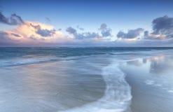 Unscharfe Welle auf Nordseeküste Lizenzfreies Stockfoto