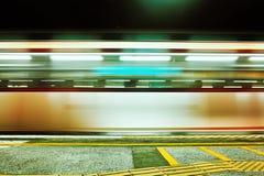 Unscharfe Zug-Bewegung in der Metrostation Lizenzfreie Stockbilder