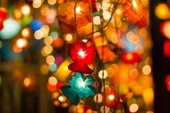 Unscharfer abstrakter bokeh Hintergrund für Dekorationen für neues Jahr und Feiertage Stockbild