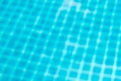 Unscharfer abstrakter Hintergrund des Bodens im Pool Lizenzfreies Stockfoto