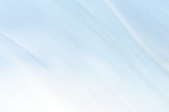 Unscharfer abstrakter Hintergrund Hellblau und weiß Lizenzfreie Stockfotos