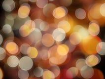 Unscharfer bokeh Effekt, der weißen und orange unscharfen Lichtnachthintergrund glänzt stockfotos