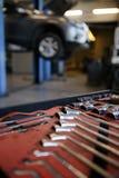 Unscharfer Hintergrund der Autoreparatur Tankstelle Stockbild