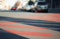 Unscharfer Hintergrund der Stadtlandschaft, die die Straße zeigt lizenzfreie stockfotografie
