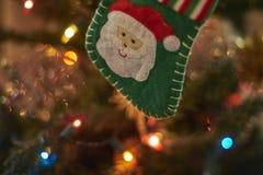 Unscharfer Hintergrund, Weihnachtsbaumdekoration Lizenzfreie Stockfotografie