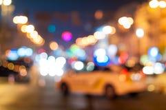Unscharfer Polizeiwagenhalt der Verkehr nach Terroristen Stockfotos