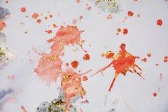 Unscharfer silbriger Hintergrund des orange Rotes, wächserner Winterhintergrund Stockfoto