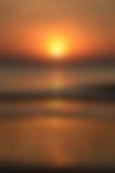 Unscharfer Sonnenaufgang-Hintergrund, früher Morgen-Licht, die natürliche Beleuchtungs-Phänomene Stockfoto