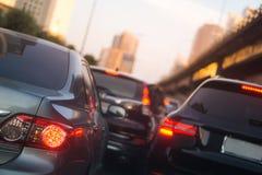 Unscharfer Stau und Bremslicht in Bangkok, Thailand am Abend lizenzfreies stockbild