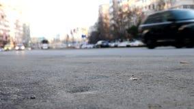 Unscharfes Autofahren auf die Stadtstraßen stock video footage