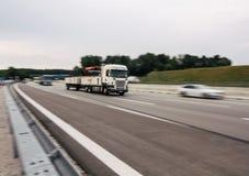 Unscharfes Bewegungs-LKW-Bewegen stockfotografie