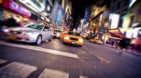 Unscharfes Bild des gelben Rollenfahrerhauses in New York Lizenzfreie Stockfotografie