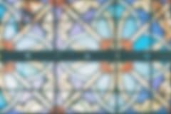 Unscharfes Bild eines mehrfarbigen Buntglasfensters Lizenzfreie Stockfotografie