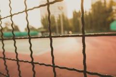 Unscharfes Bild für Hintergrund von Tennis und von Basketballplatz Stockfotografie