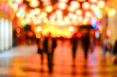 Unscharfes Stadteinkaufen und städtische Szene der Leute Stockbilder