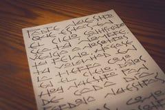 Unser Vater-Christian-Gebet auf spanisch auf Blatt Papier stockbild
