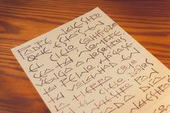 Unser Vater-Christian-Gebet auf spanisch auf Blatt Papier stockfotos